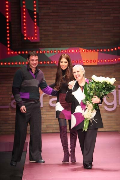 Laura e Lavinia Biagiotti con il campione di canottaggio Antonio Rossi al termine della sfilata